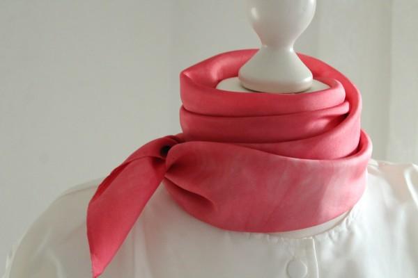 rotes Tuch und roter Schal aus Seide viele Größen handcoloriert