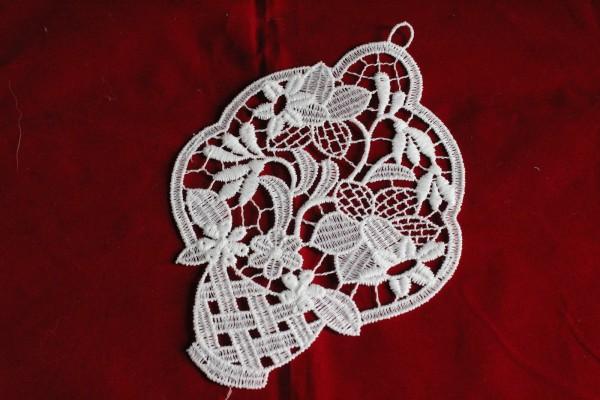 Fensterbild Blumenkörbchen aus Spitze Dekoration