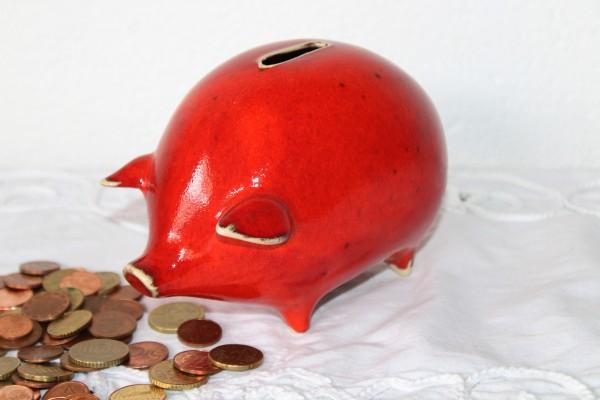 rotes Sparschwein getöpfert Keramik Handarbeit