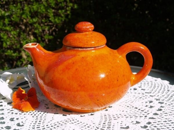 Teekanne orange Keramik getöpferte Kanne