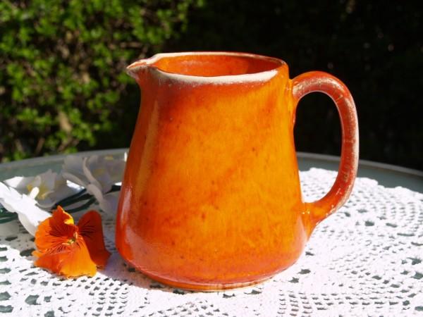 Krug Keramik orange Milchkrug Saftkrug Weinkrug getöpfert
