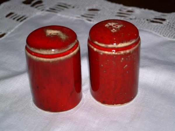 rote Pfefferstreuer & Salzstreuer aus Keramik Mohn