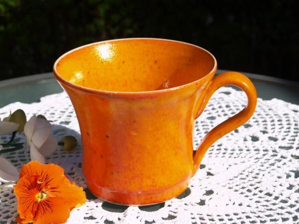 große Tasse Pott orange getöpfert Handarbeit