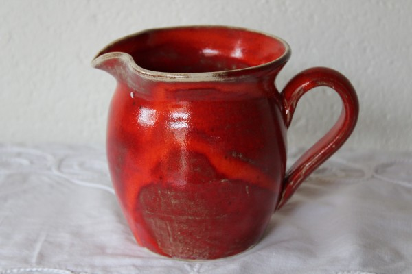 getöpferter Krug rote Keramik Serie Handarbeit