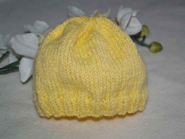 Babymütze gelb schlichte Mütze gestrickt für Jungen und Mädchen