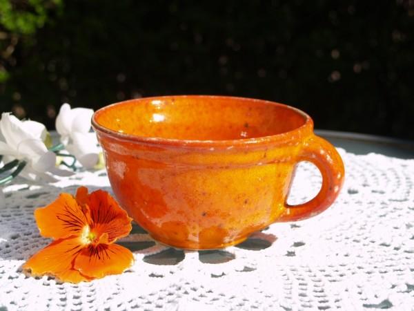 getöpferte Tasse flache Form Kaffeetasse Teetasse Keramik orange