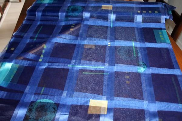 Dekostoff blau mit geometrischen Mustern transp. Vorhangstoff