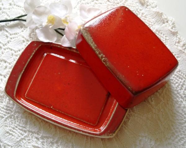 Butterdose aus roter Keramik Handarbeit getöpfert