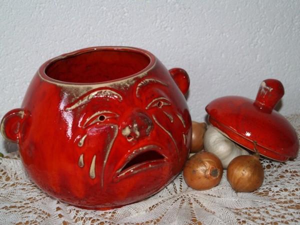 Zwiebeltopf mit Gesicht aus roter Keramik Töpferware