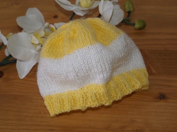 Babymütze gelb weiß Mütze gestrickt Handarbeit