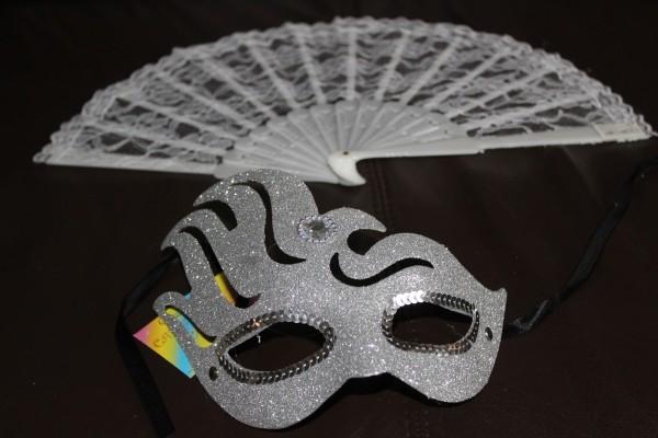Set für Maskenball silberne Maske und Fächer