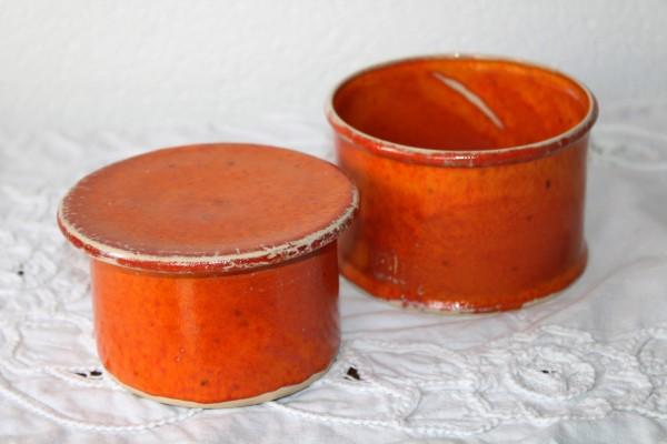 runde Butterdose orange alte französiche Form getöpfert