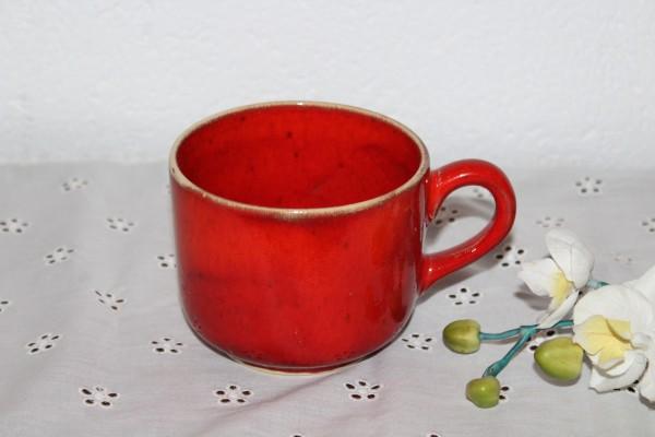 große rote Tasse getöpferter Kaffeepott Teepott