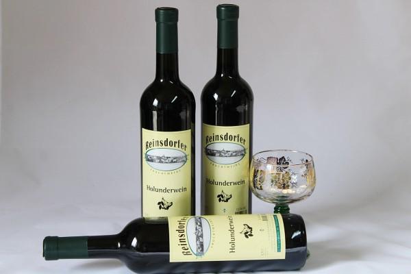 Holunderwein hausgemachter Wein aus Holunder