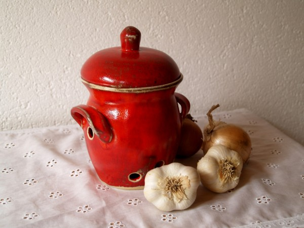 Knoblauchtopf mittelgroß Zwiebeltopf rote Keramik getöpfert